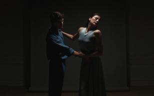 芭蕾名伶Marie-Agnès Gillot献舞Dior Love Chain