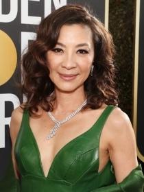 杨紫琼佩戴戴比尔斯(DE BEERS)珠宝出席 第76届金球奖颁奖典礼