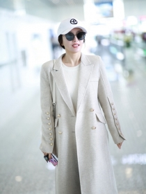 秦岚的白色外套虽然不耐脏,可是好看呀
