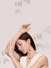 Atelier Swarovski 2019中国新年情人节甄礼: 缔结金叶良缘,闪耀永恒光彩