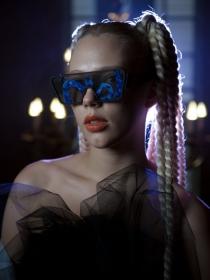 本届伦敦时装周最亮眼的墨镜设计:Victor Wong AW19 创意刺绣墨镜