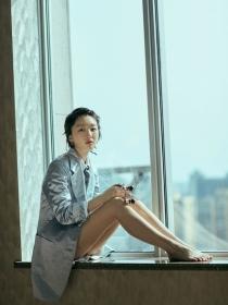 周冬雨佩戴Boucheron宝诗龙Quatre系列作品出席电影《阳台上》首场点映