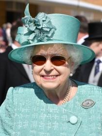英国女王首发INS算什么,她?#28034;?#29305;王妃都是美容达人!
