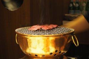 第一次去高级烤肉店,如何假装经验丰富?