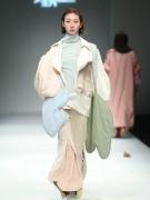 """上海时装周发布上海国际时尚创意学院""""星秀""""设计师作品"""