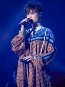 李宇春宋祖儿最近在抢着穿什么?