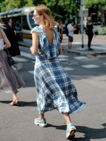 穿着连衣裙+球鞋去春游,超出片的啊!